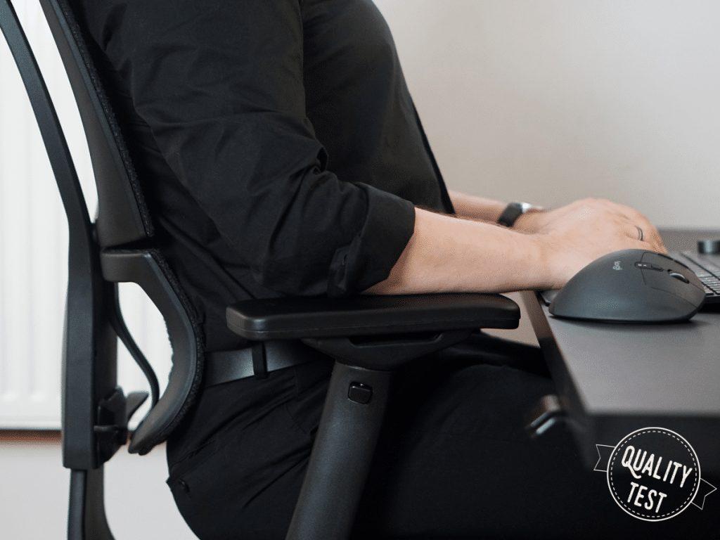 Fotel ergonomiczny Grospol Ioo pozycja siedzenia 1024x768 1 - Ergonomiczny fotel biurowy Grospol Ioo - Zadbaj o siebie i pracowników!