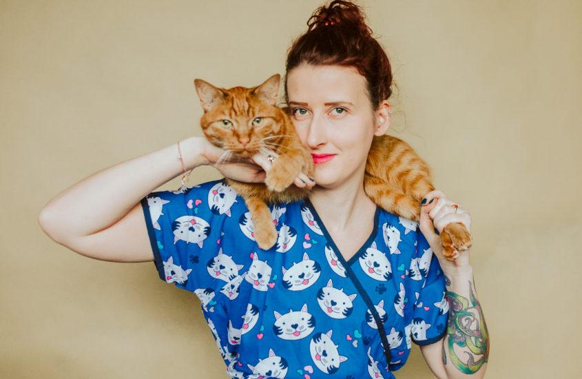 Jak dobrze żywić i traktować kota i psa? Rozmowa z Agnieszką Cholewiak-Góralczyk – dietetykiem i behawiorystą zwierząt