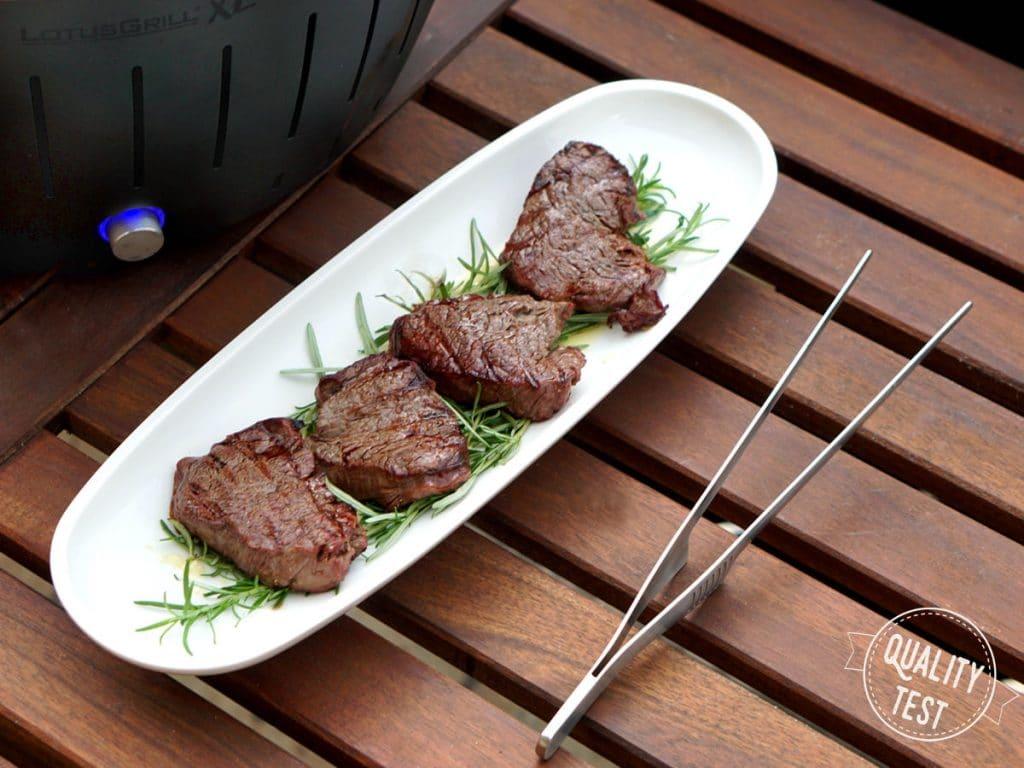LotusGrill steaki 1024x768 - LotusGrill – Innowacyjny grill na każdą pogodę