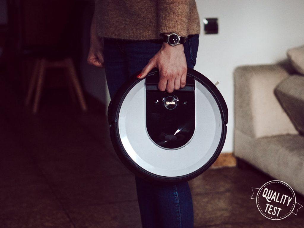Roomba uchwyt 1024x768 - iRobot Roomba i7 plus – prawdziwie autonomiczny odkurzacz