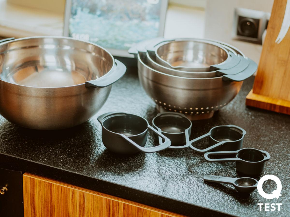Zestaw misek i miarek kuchennych Joseph Joseph Nest 100 collection - Designerskie gadżety kuchenne - 10 sprawdzonych rozwiązań, które ułatwią Ci życie