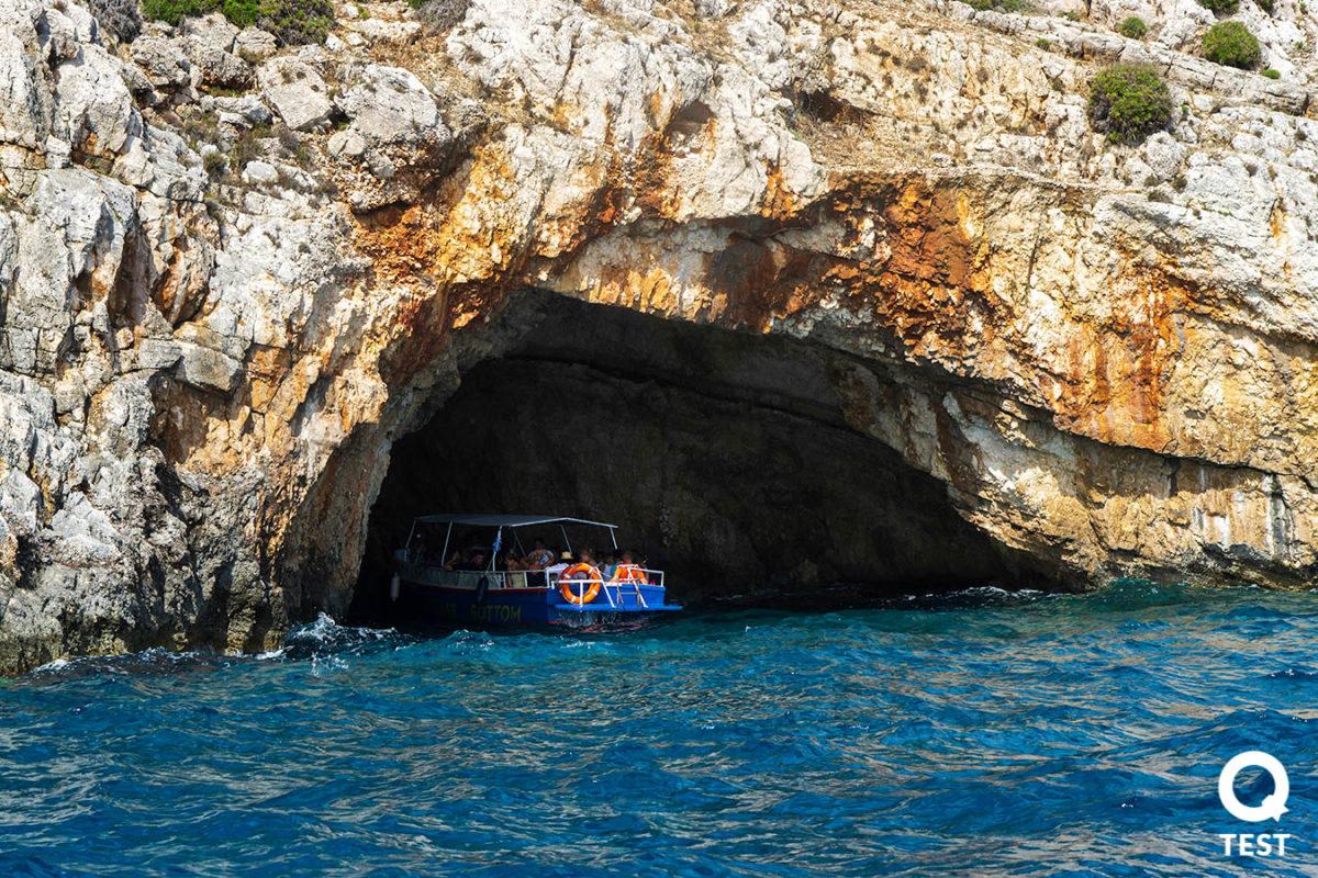 blekitne groty 1 - Zakynthos – co warto zobaczyć na wakacjach w grecji?