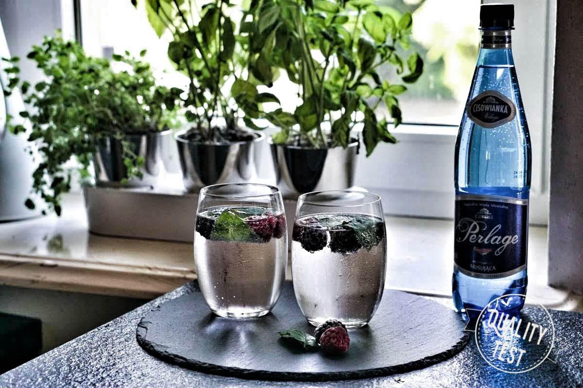 cisowianka perlage z owocami - Zioła w kuchni – 3 gadżety, które warto mieć