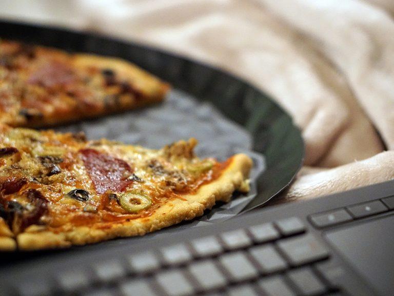 pizza główne 768x577 - Pizza Friday, czyli jak zrobić najlepszą domową pizzę
