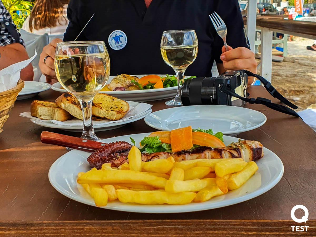 port agios nikolaos restauracja 2 - Zakynthos – co warto zobaczyć na wakacjach w grecji?